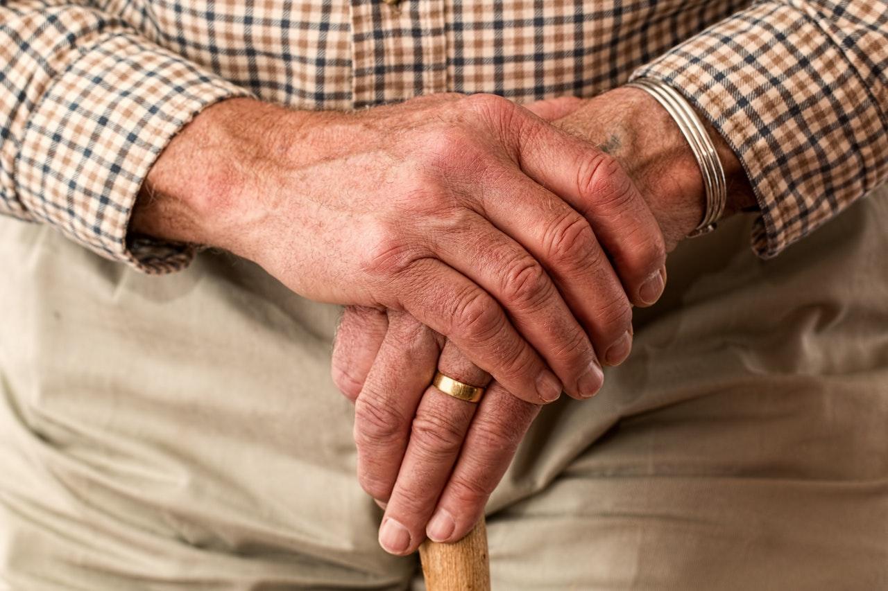 4 hjælpemidler til ældre mennesker